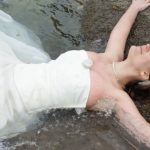 trash the dress dans la mer - blog Souriez rose