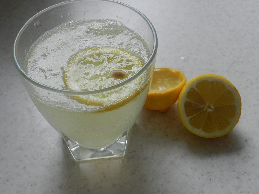 jus de citron à jeun eau tiède