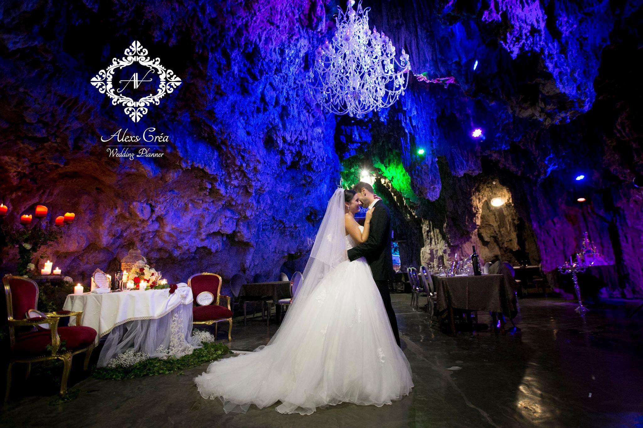 mariés dans la grotte