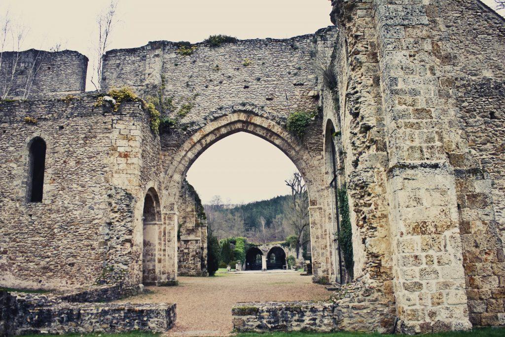 vue salle des moines abbaye des Vaux de Cernay
