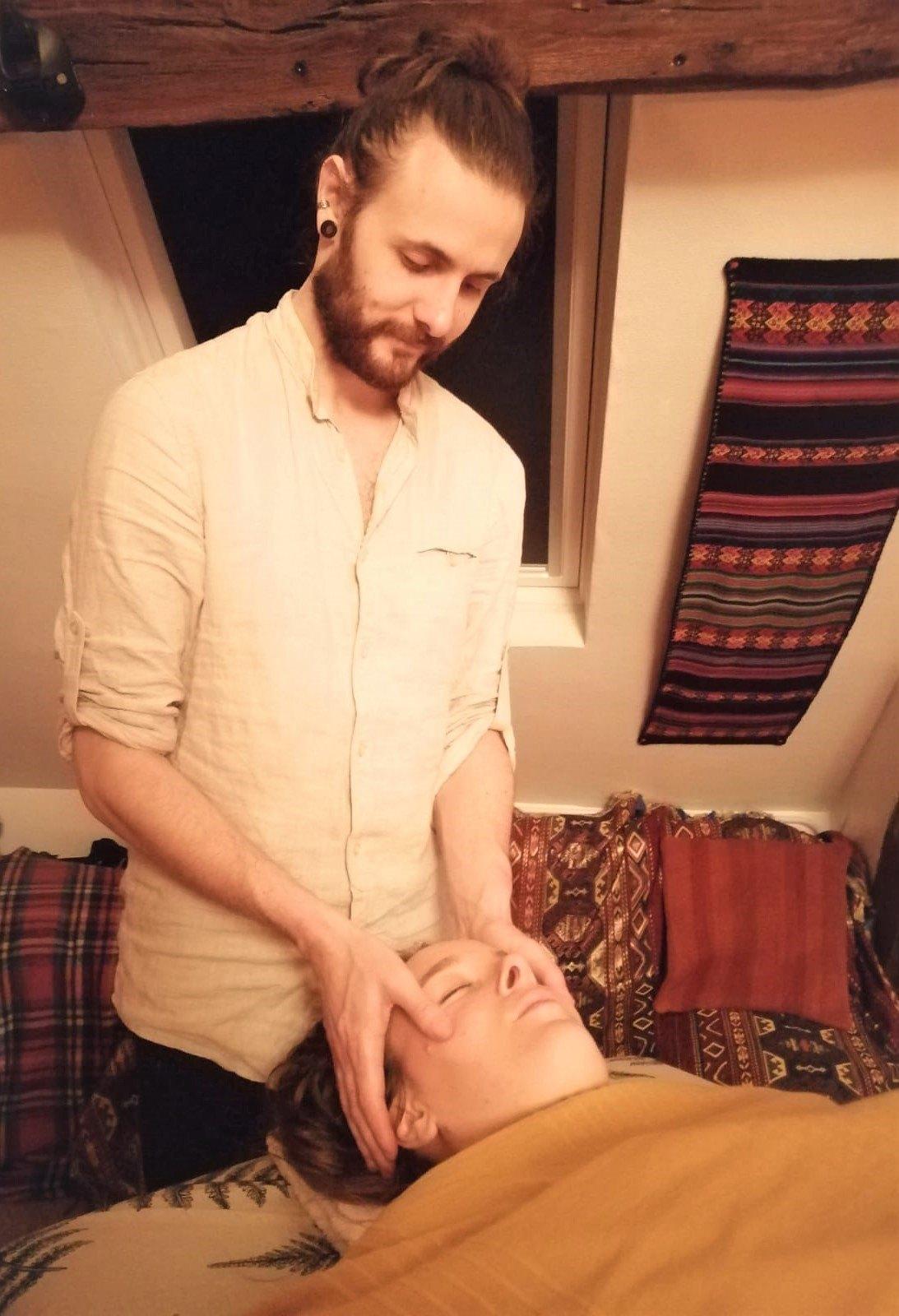 Quentin masseur partenaire Souriez rose