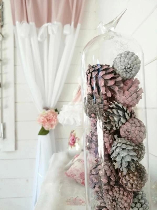 pommes de pin roses et blanches Souriez rose